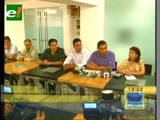 Municipios opositores reunidos en Santa Cruz, piden cambios en la Ley de Autonomías