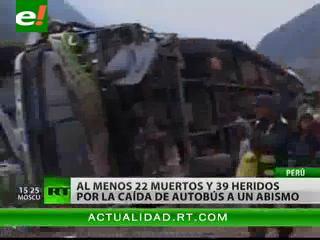 Al menos 22 muertos por la caída de un autobús por un barranco en Perú