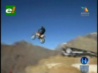 Audaz salto al vacío de un motociclista chileno