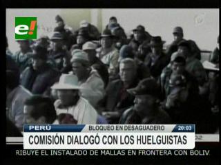 Comisión del Gobierno peruano se reúne con los huelguistas en el Desaguadero