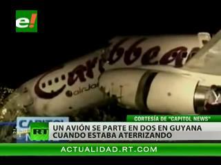 Milagro: Salen ilesos los pasajeros de un avión que se partió al aterrizar