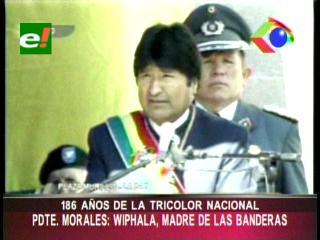 """Evo en el día de la tricolor nacional: """" La Wiphala es la madre de las banderas"""""""