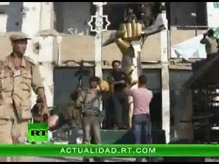 Primeras imágenes de la toma de la residencia de Gadafi por los rebeldes