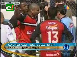 """Uruguay: Un jugador le da un """"cachetadón"""" a un árbitro"""