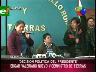 Ministra Achacollo posesionó a su nuevo Viceministro de Tierras