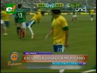 Neymar escupe a un mexicano y termina en el suelo