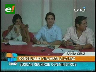 """Concejales """"rebeldes"""" viajan a La Paz, se reunirán con los ministros de Hacienda y Autonomías"""