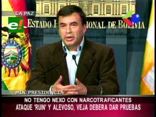 """Ministro de la Presidencia niega nexo con narcotraficantes y anuncia demanda contra revista """"Veja"""""""