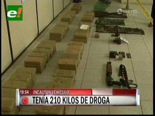 Felcn intercepta vehículo con 210 kilos de droga y granadas de uso militar
