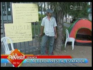 Santa Cruz: Ciudadano argentino se encadena en la Fiscalía exigiendo justicia