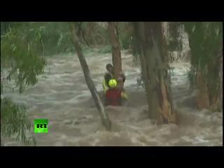 Furia de la naturaleza con final feliz: Rescatan un niño de la inundación en Australia