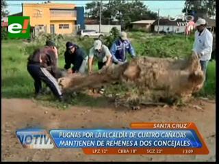 Pugnas por la Alcaldía de Cuatro Cañadas: Pobladores tienen como rehenes a dos concejales