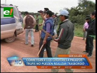 San Julián: Universitarios pinchan llantas a los trufis que hacen trasbordo a pasajeros