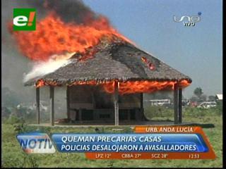Cotoca: Policía desaloja a avasalladores en la Urbanización Santa Lucía