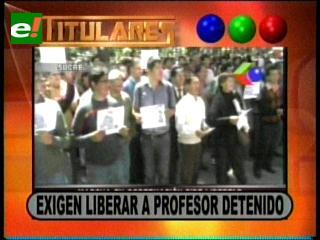 """Titulares: Ciudadanos de Sucre exigen la liberación del profesor que """"pintarrajeo"""" un mural de Evo"""