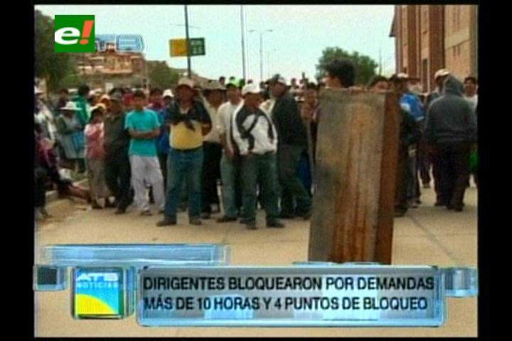 Cochabamba: Vecinos del Distrito 8 bloquean y exigen renuncia de sub alcalde