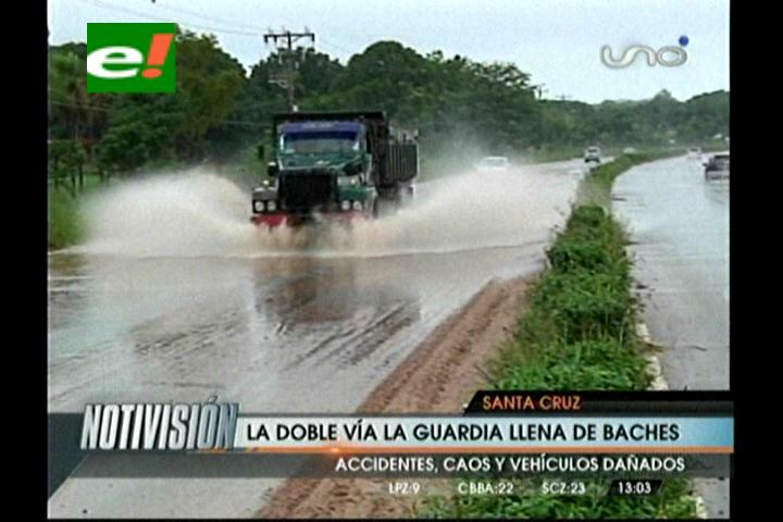 Lluvia anega calles de Santa Cruz y perjudica el tráfico vehicular