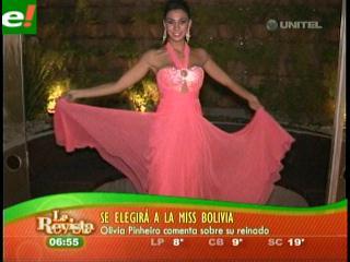 Olivia Pinheiro se apresta a entregar la corona del Miss Bolivia