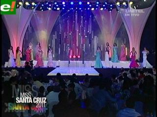 Candidatas desfilan en traje de gala