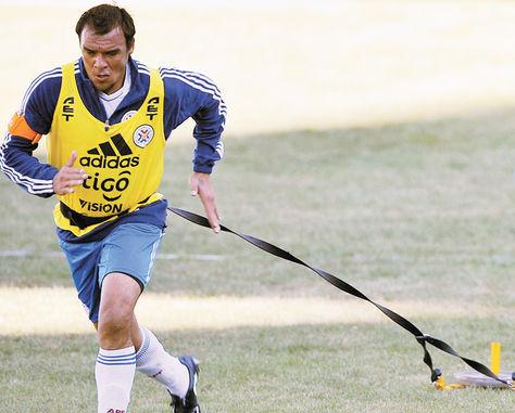 Celeste. Julio César Manzur, en una práctica de la selección paraguaya cuando trabajó en La Paz.