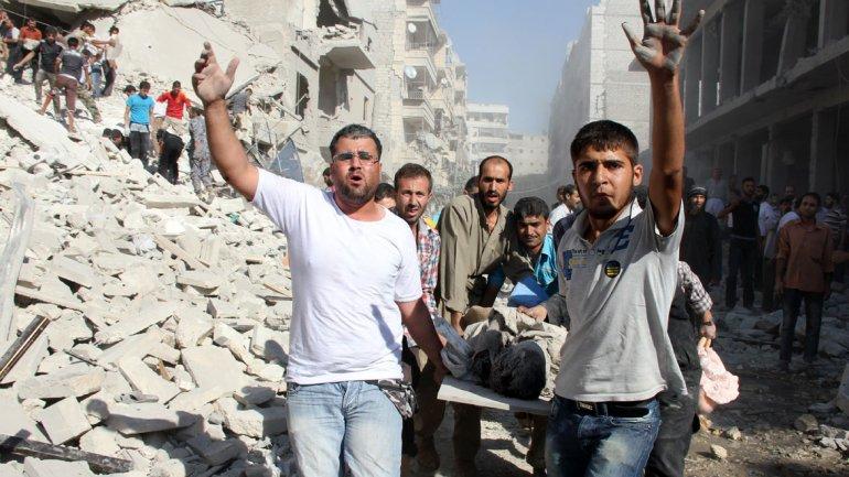Rescate de víctimas tras un bombardeo en Damasco, capital del país