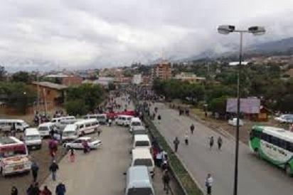 Choferes bloquean en Villazón, exigen la liberación de su dirigente