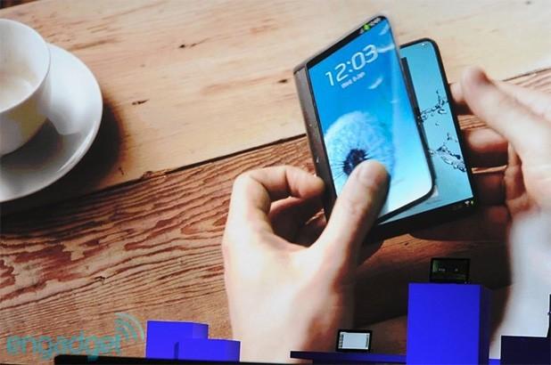 Samsung promete equipos con 'pantallas plegables' en 2015 y mejoras en el Galaxy Gear