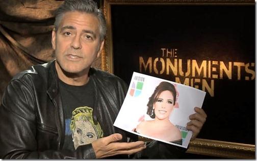 George Clooney muestra una foto de Angélica Vale