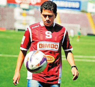 Saucedo-estuvo-cerca-de-anotar-en-el-debut