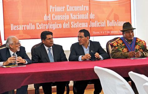 Consejo. Jorge von Borries (Tribunal Supremo), Ruddy Flores (Constitucional), Ramiro Guerrero (Fiscalía) y Bernardo Huarachi (Agroambiental).