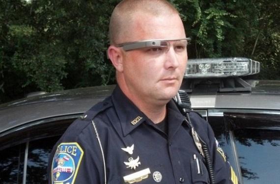 policiaanteojos 650x450 Policías de Nueva York prueban las Google Glass