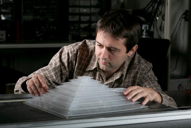 El camuflaje acústico definitivo es un caparazón con forma piramidal
