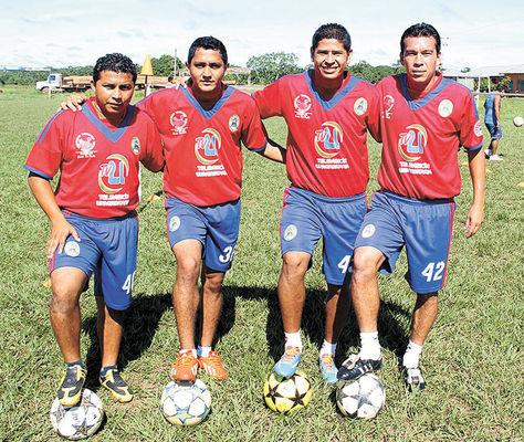 Pilares. Gatty Ribeiro (izq.), Jehanamed Castedo, José Barba y Nicolás Suárez, de la 'U'.