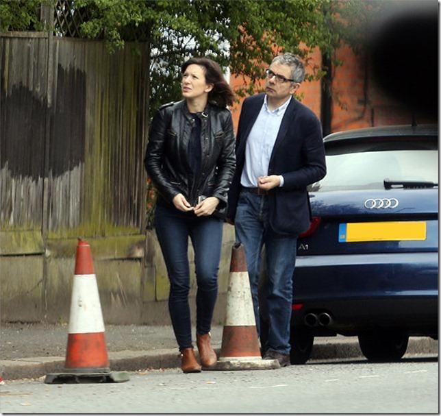 Rowan Atkinson y Louise Ford