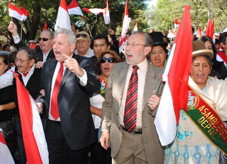 Del-Granado-y-Costas-participaron-juntos-del-desfile-en-homenaje-a-Tarija
