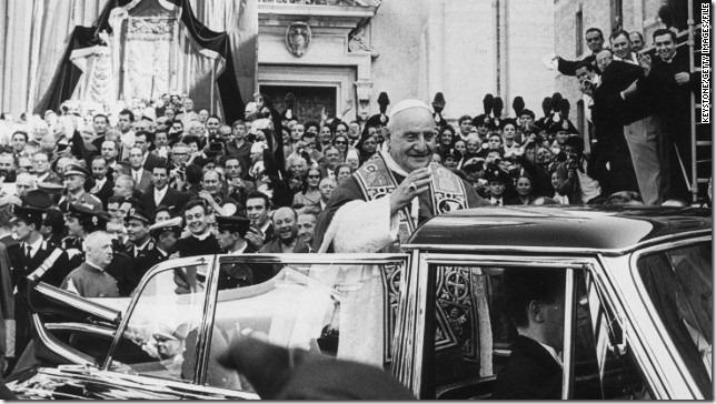 pope-john-xxiii-loreto-tour-crowd-story-top