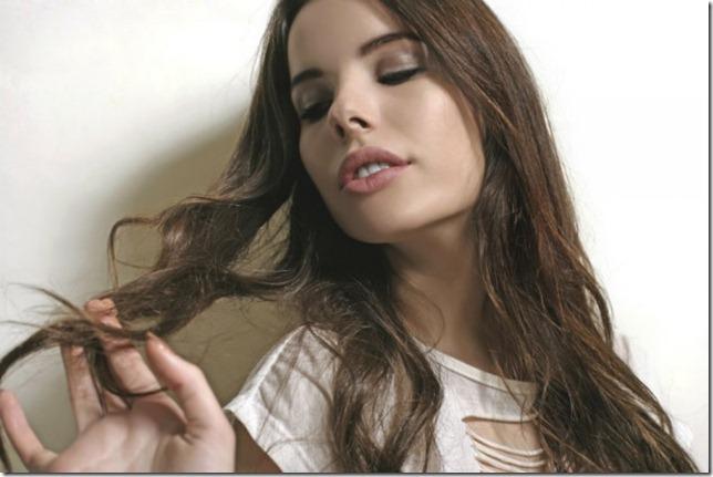 6 razones-por-las-que-tienes-el-cabello-fragil 1