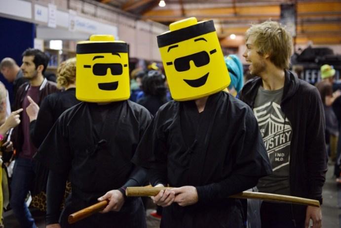Gente vestida en traje asisten al Supanova Pop Culture Expo en Sydney.