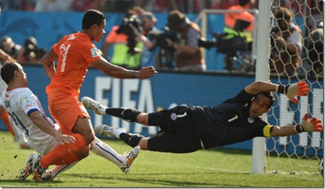 Holanda derrotó por 2 goles a 0 a Chile, en el último partido del grupo B.