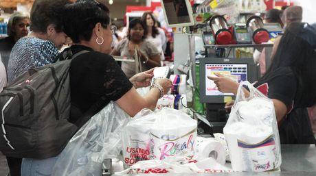 La cadena de suministro de insumos se encuentra paralizada por falta de divisas | Archivo