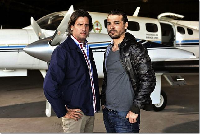 El antagonista, Pedro Alfonso, es productor de Ideas del Sur y uno de los participantes de Bailando por un sueño, al igual que la actriz Anita Martínez, que hace de su esposa en la cinta
