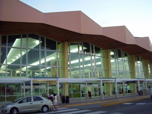 aeropuerto-internacional-reina-beatrix-_311040