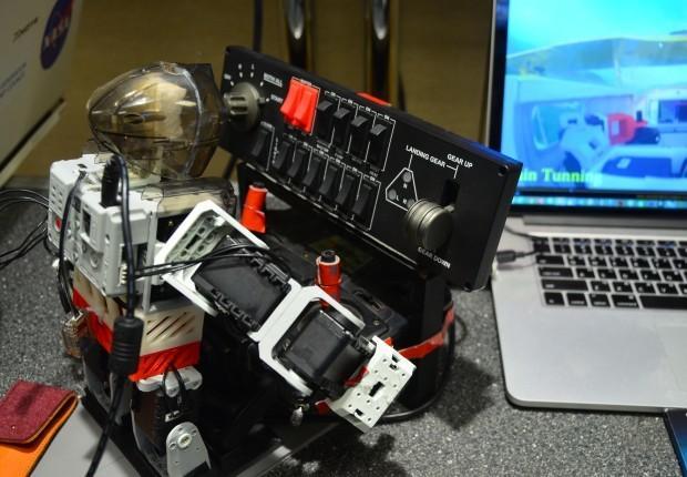 Robot piloto
