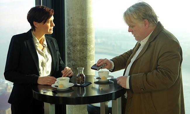 Robin Wright y Philip Seymour Hoffman en 'El hombre más buscado'