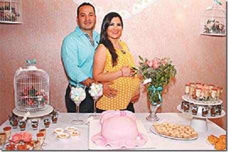 Carolina Guiteras y Andy Muñoz decidieron bautizar a su hija con el nombre vasco Ainhara, que significa golondrina, el ave mensajera de la primavera
