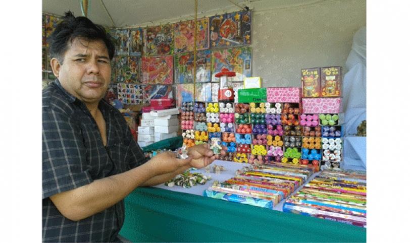 La Feria de Alasitas abrirá desde hoy, exponiendo una variada muestra de artesanías en miniatura