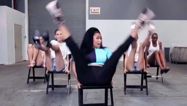 """imagen Nicki Minaj le enseñó a unas supermodelos a bailar """"Anaconda"""" (VIDEOS)"""