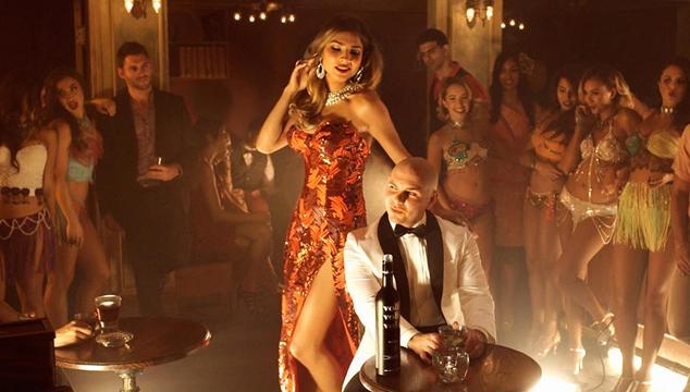 """imagen Pitbull estrena el videoclip de """"Fireball"""""""