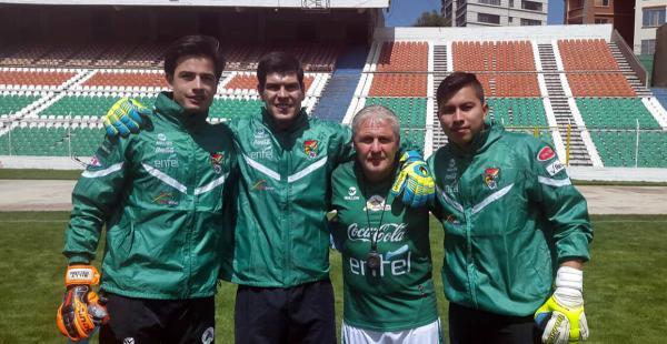 Guillermo Viscarra, Carlos Lampe, Denis Pilet (entrenador de arqueros) y Rómel Quiñónez