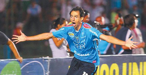 Hernán Boyero jugó más de 200 partidos con la camiseta de Blooming en los dos periodos en los que jugó en el equipo celeste